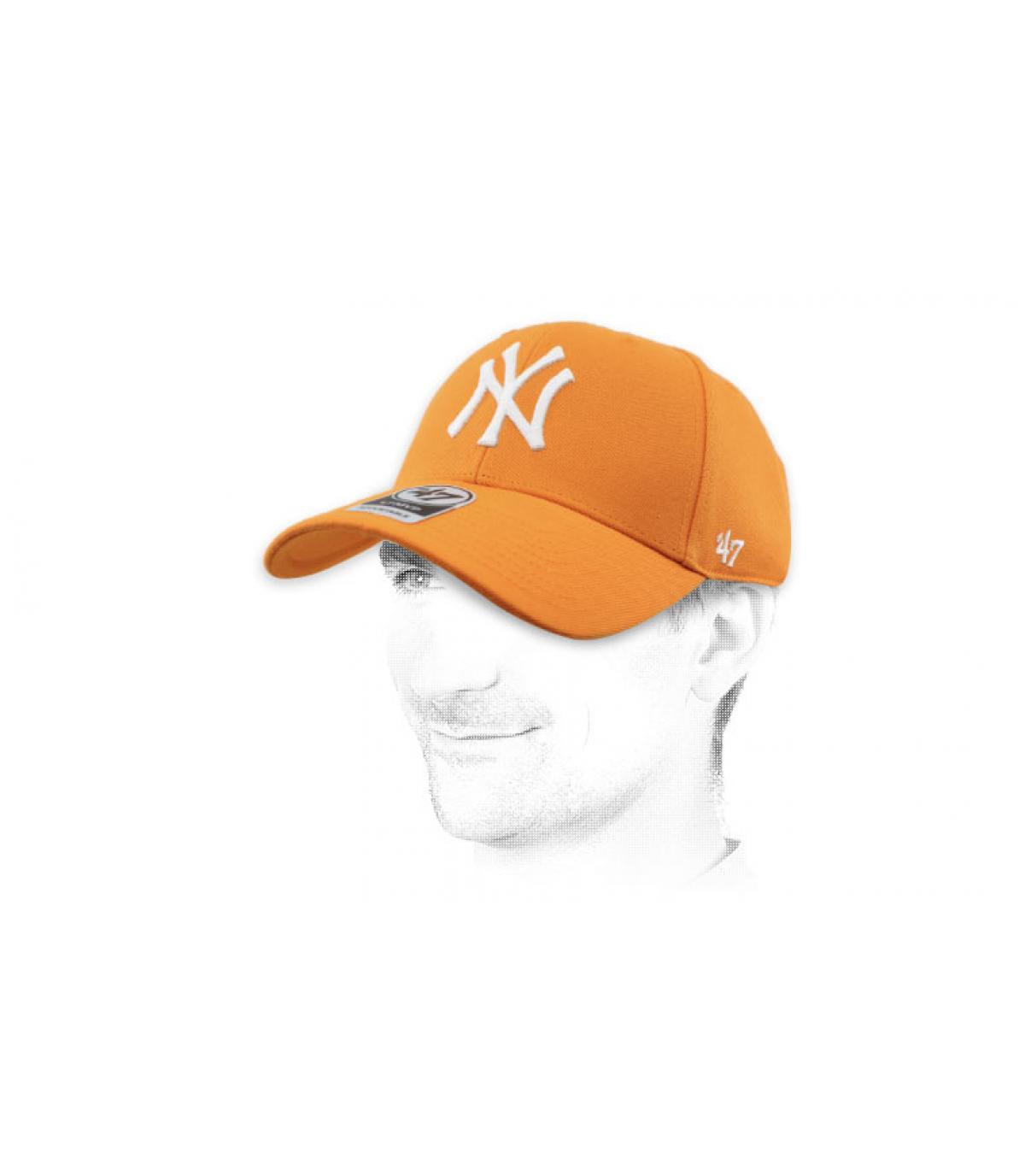 berretto arancione NY 47