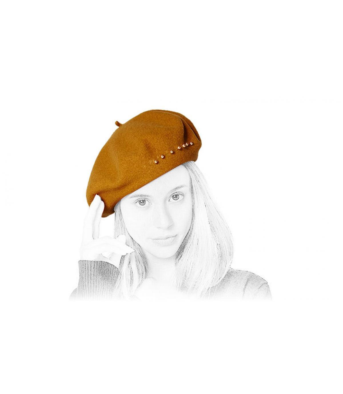 Perle di berretto beige
