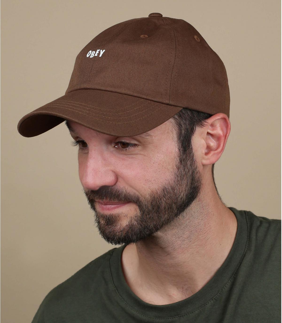 Rispetta il berretto marrone
