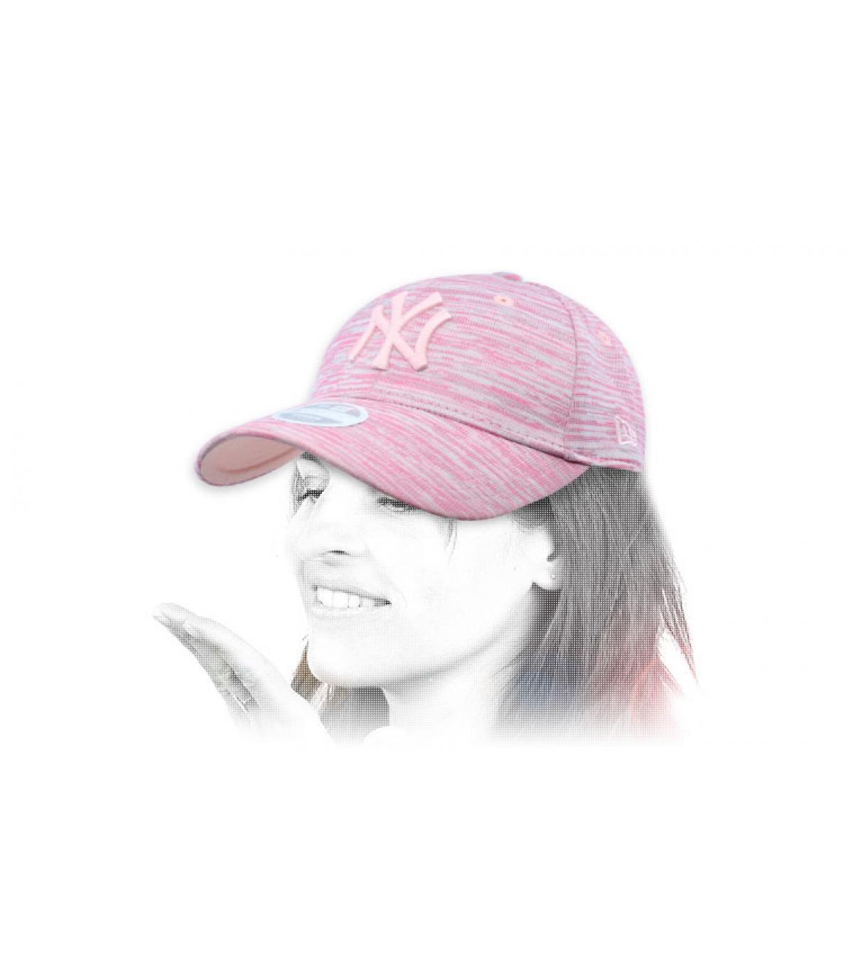 Cappellino da donna rosa firmato NY