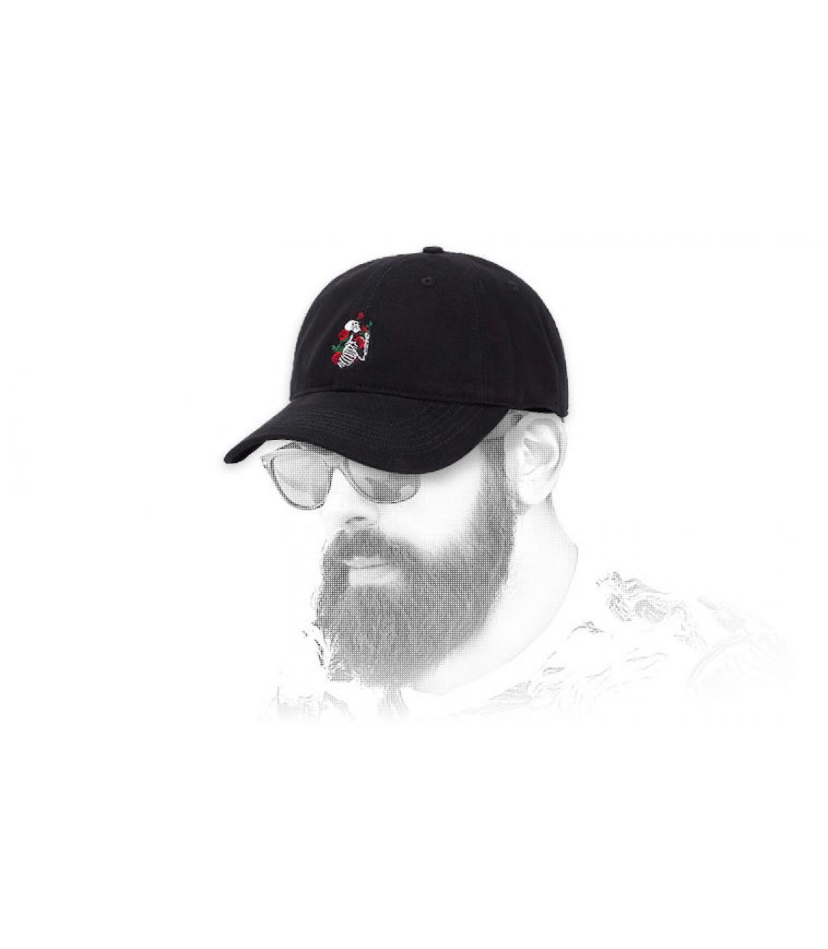 cappello scheletro di rose nere