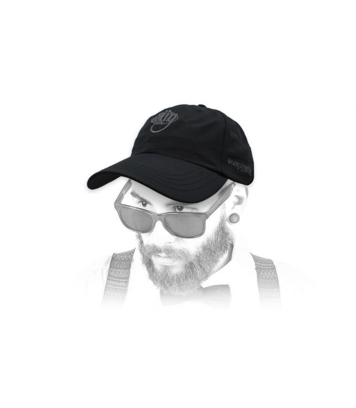 Cappuccio nero con logo nero 90