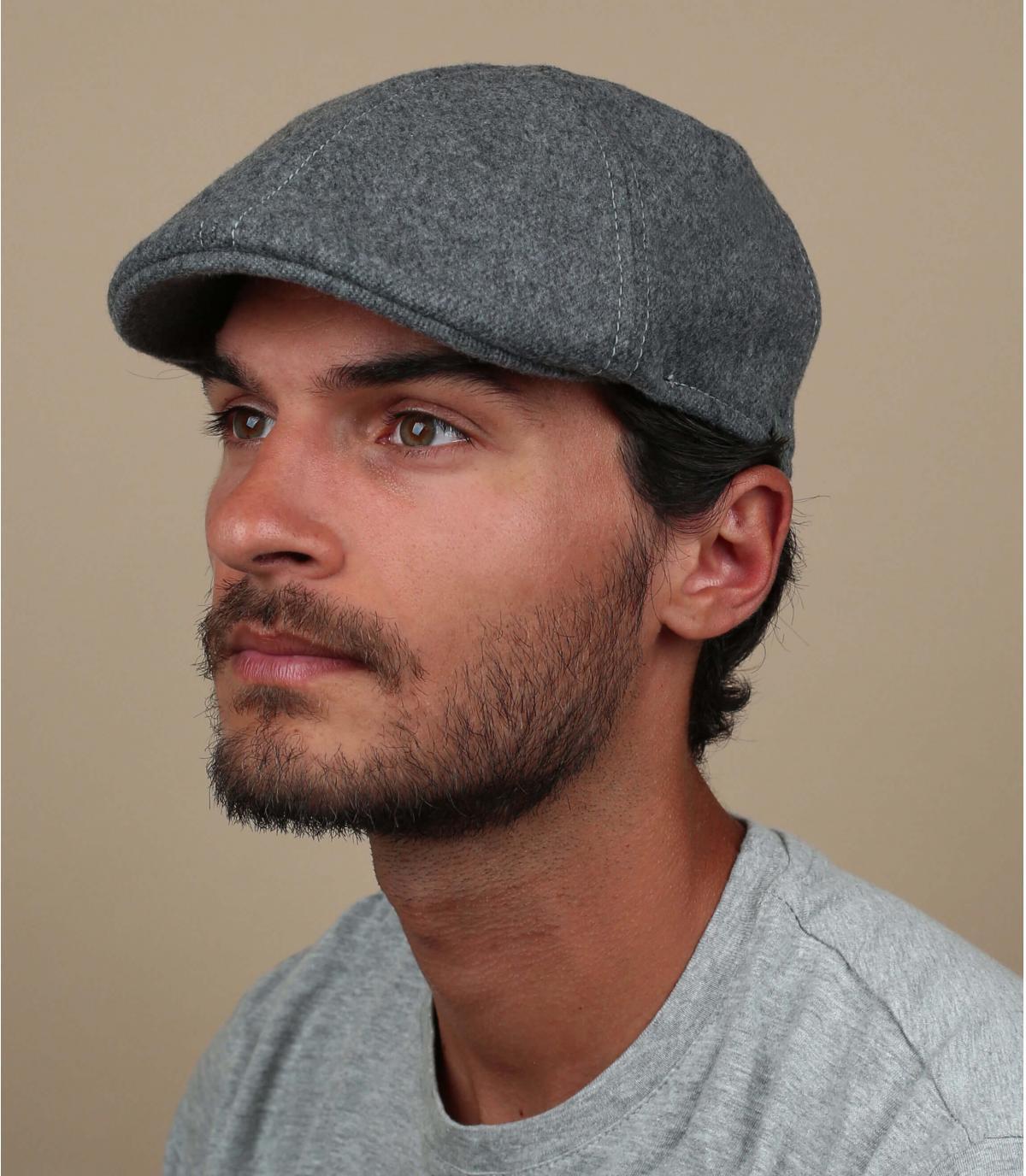 berretto di becco d'anatra in lana nera