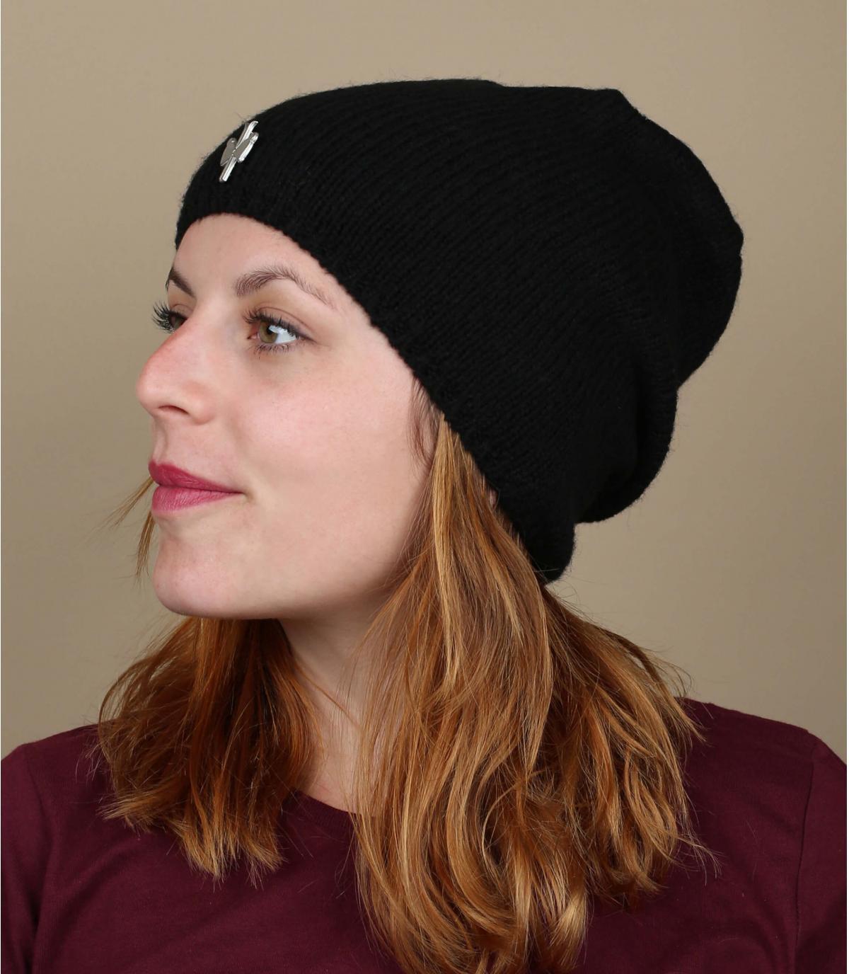 lungo cappello di lana nera