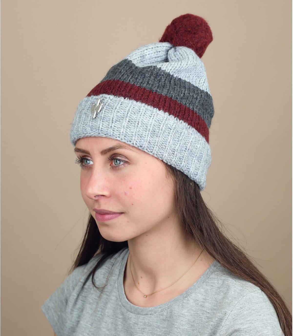 cappello di nappa di lana grigia