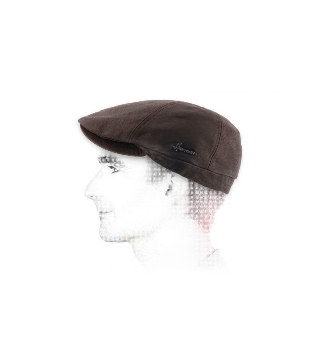 berretto di pelle marrone