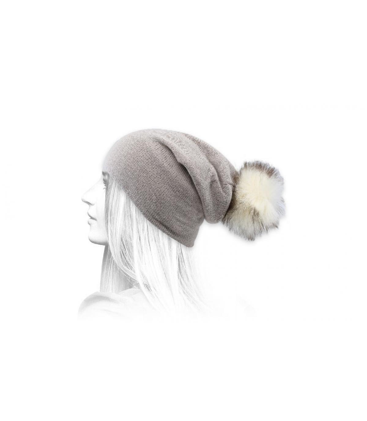 berretto con pompon in pelliccia beige