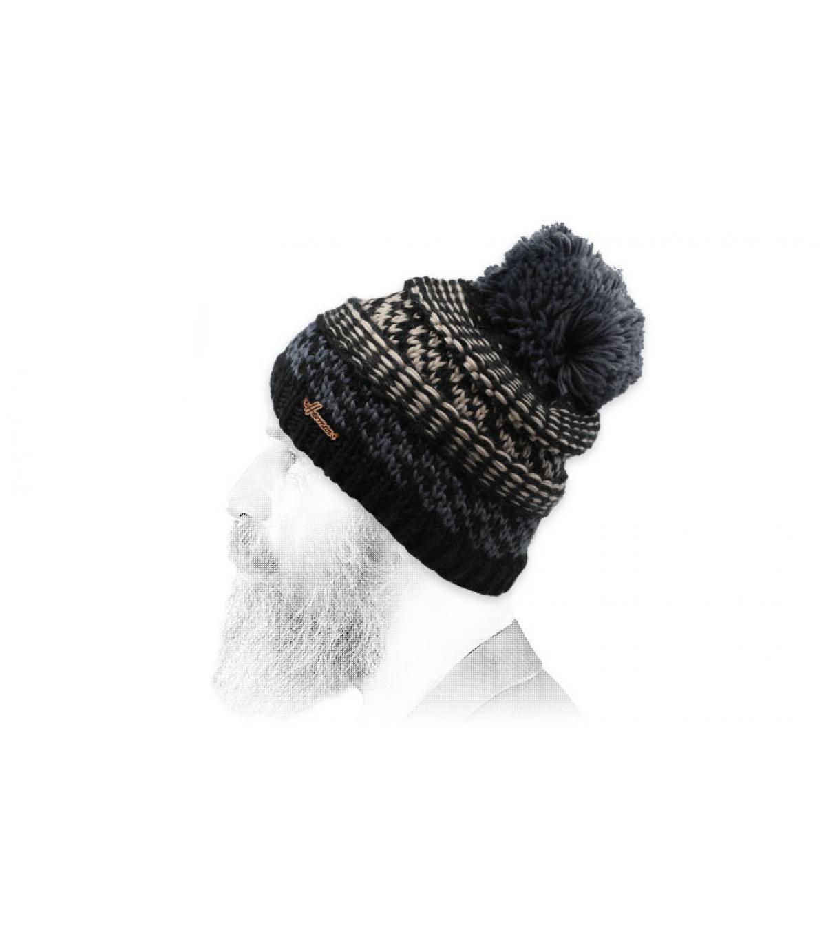 cappellino nero pompon