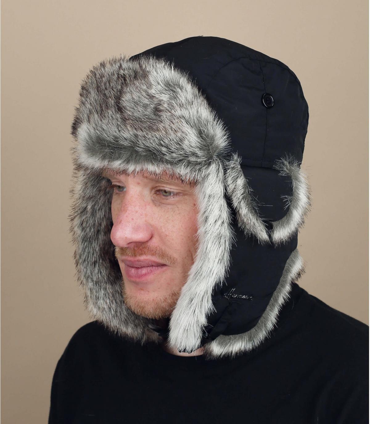 cappello di pelliccia nera