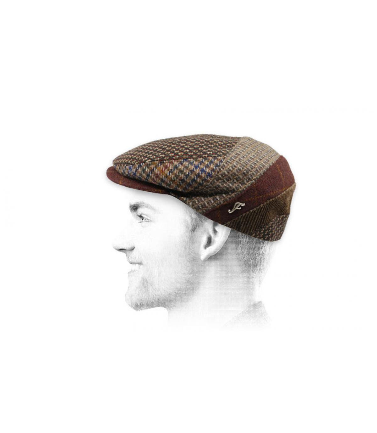 modello di lana marrone a berretto