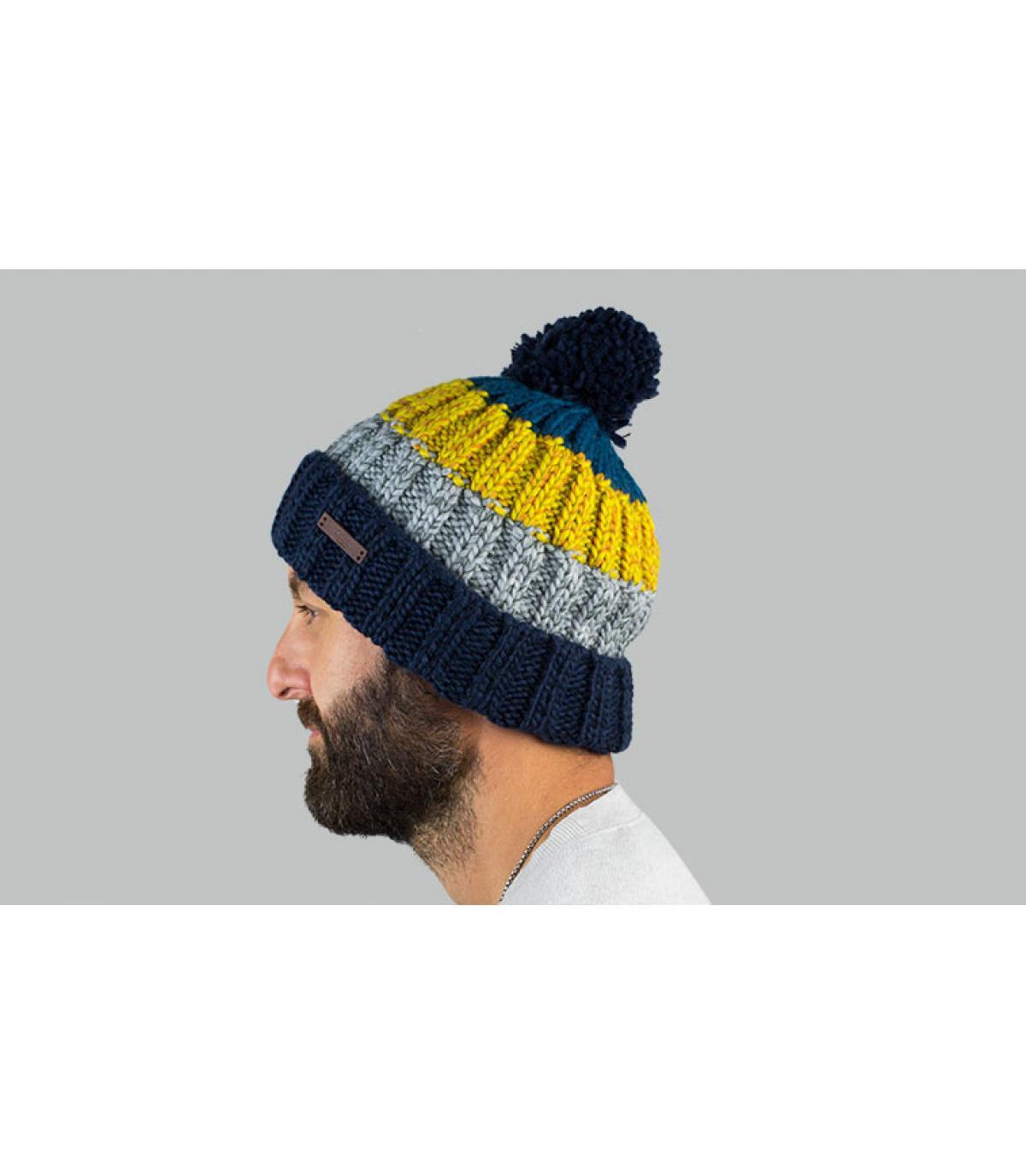 pompon di berretto giallo