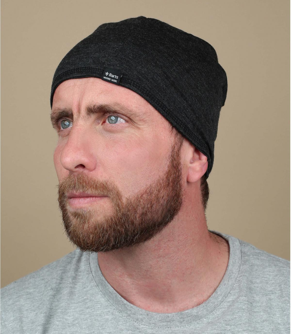 lungo cappello di lana grigia