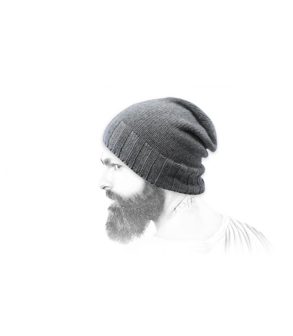 cappello grigio in lana riciclata