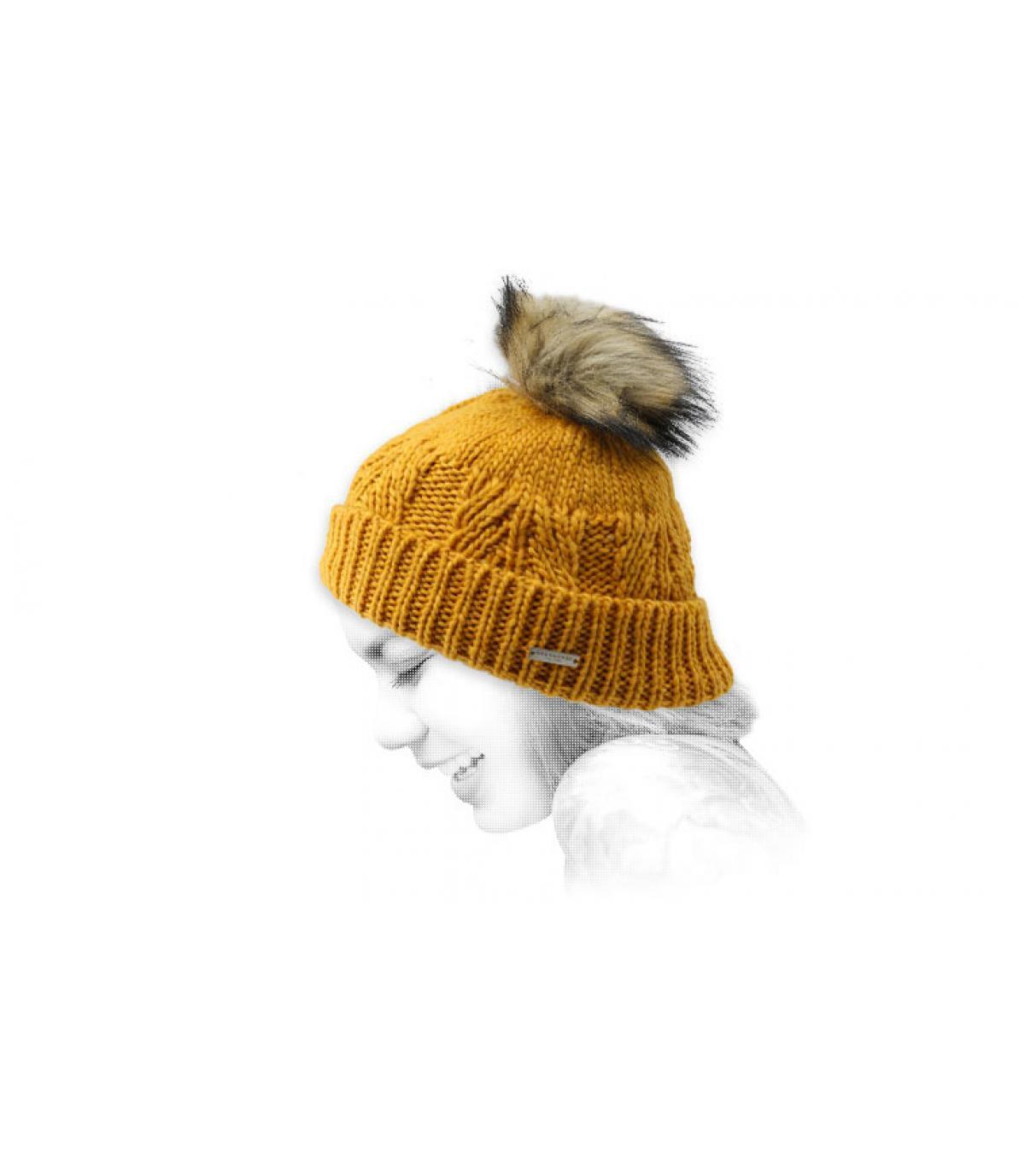 Cappellino pompon in pelliccia gialla