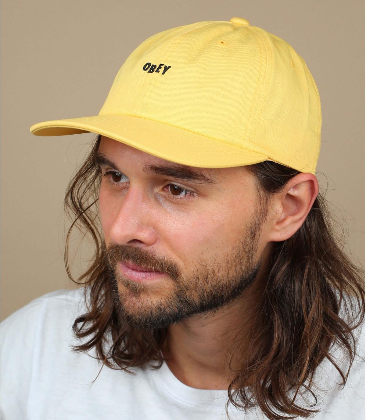 berretto giallo Obey