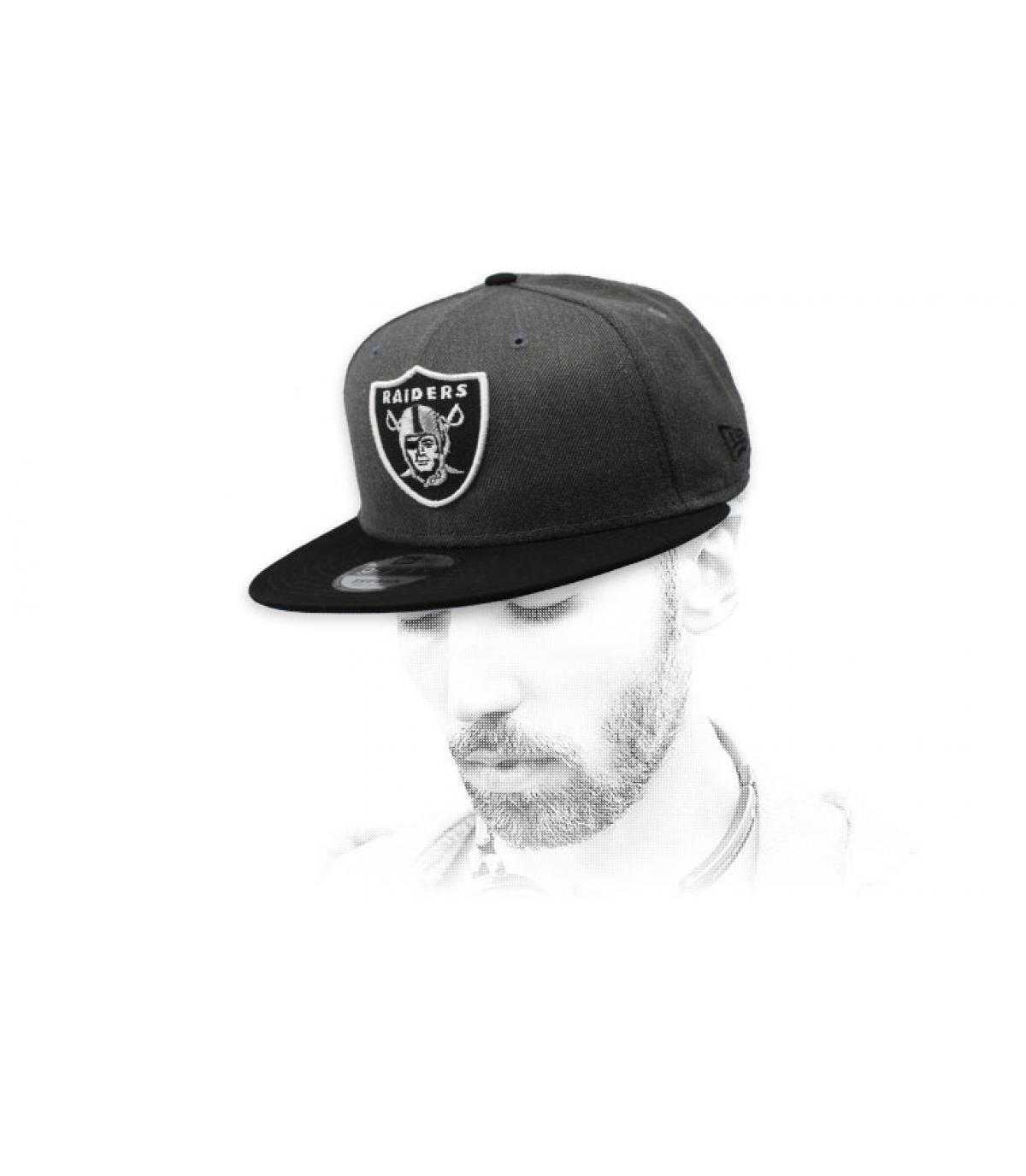 snapback dei Raiders grigi