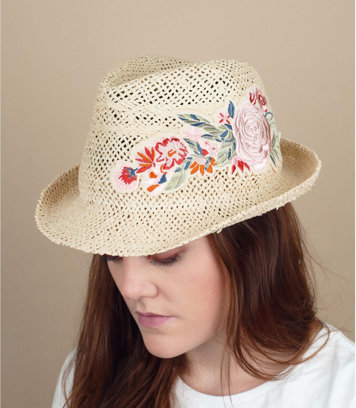 fiori di cappello di paglia