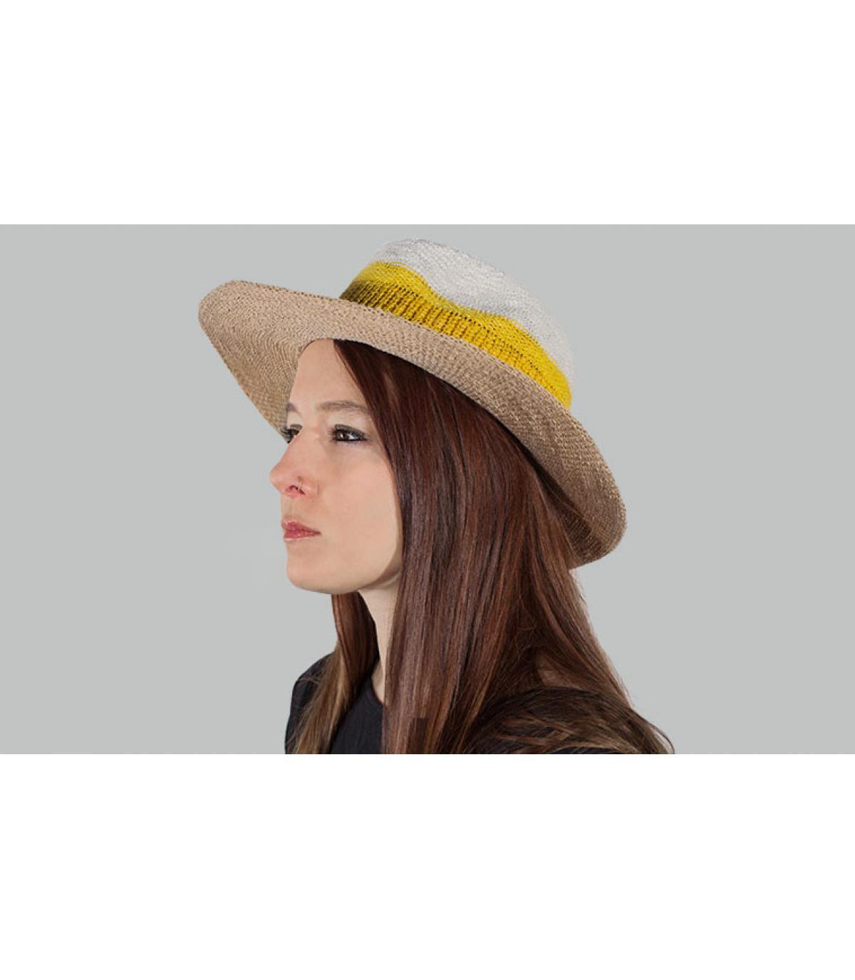 cappello a strisce gialle