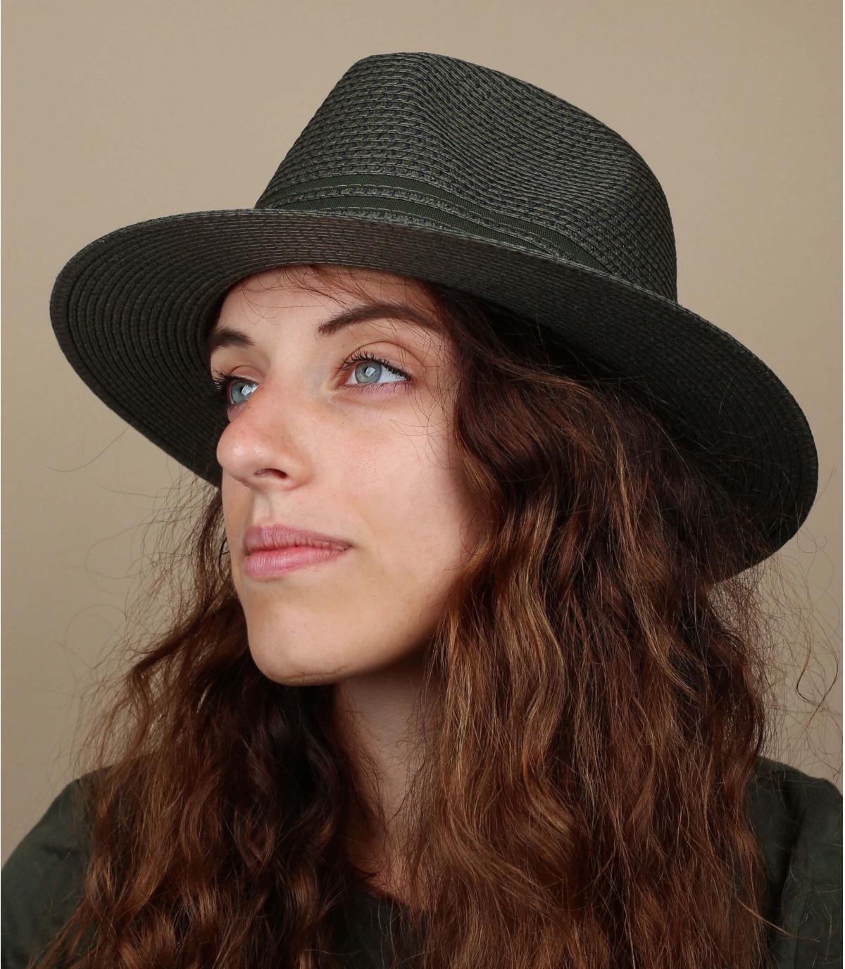 cappello di paglia verde