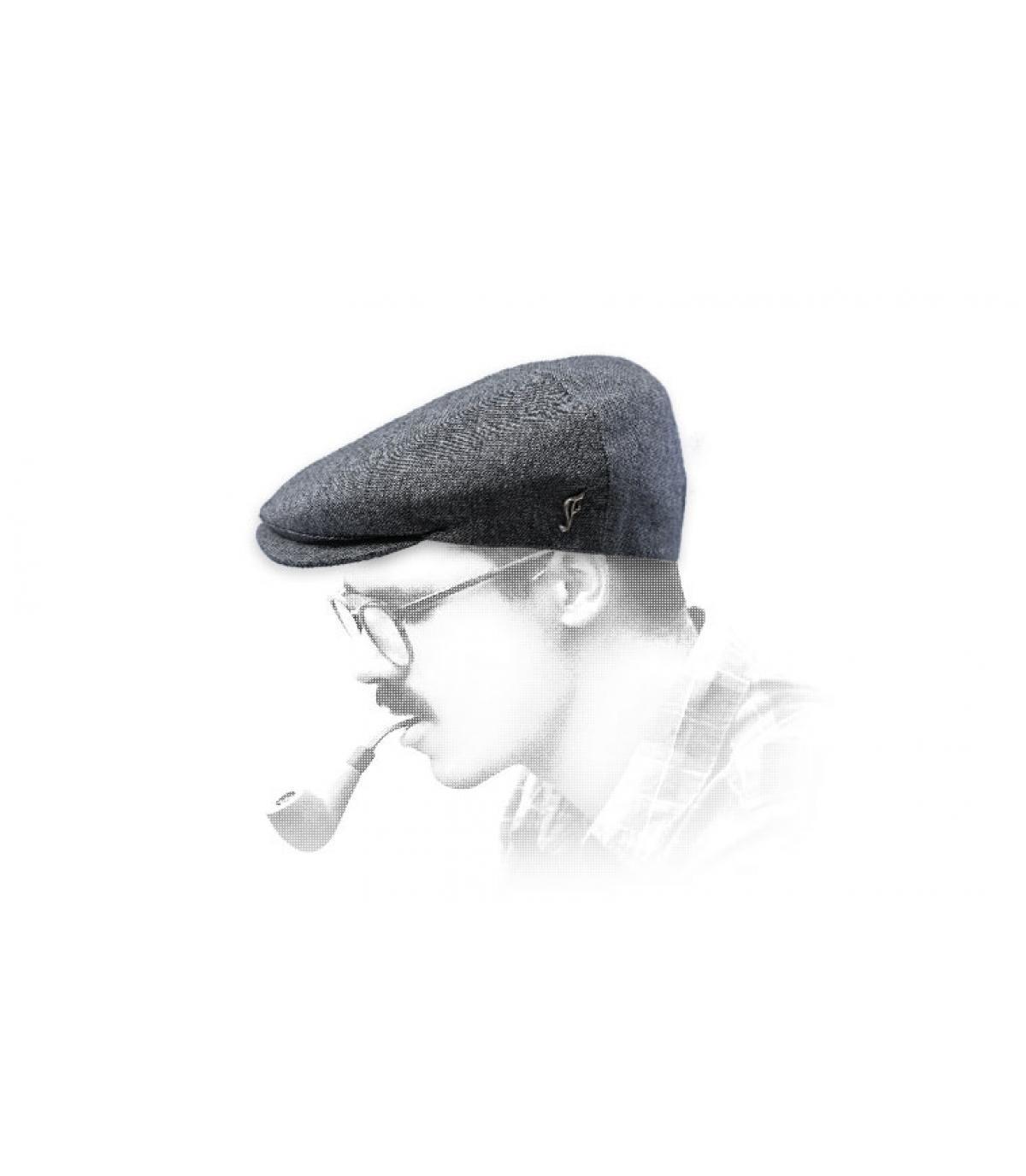 berretto strillone di seta grigia
