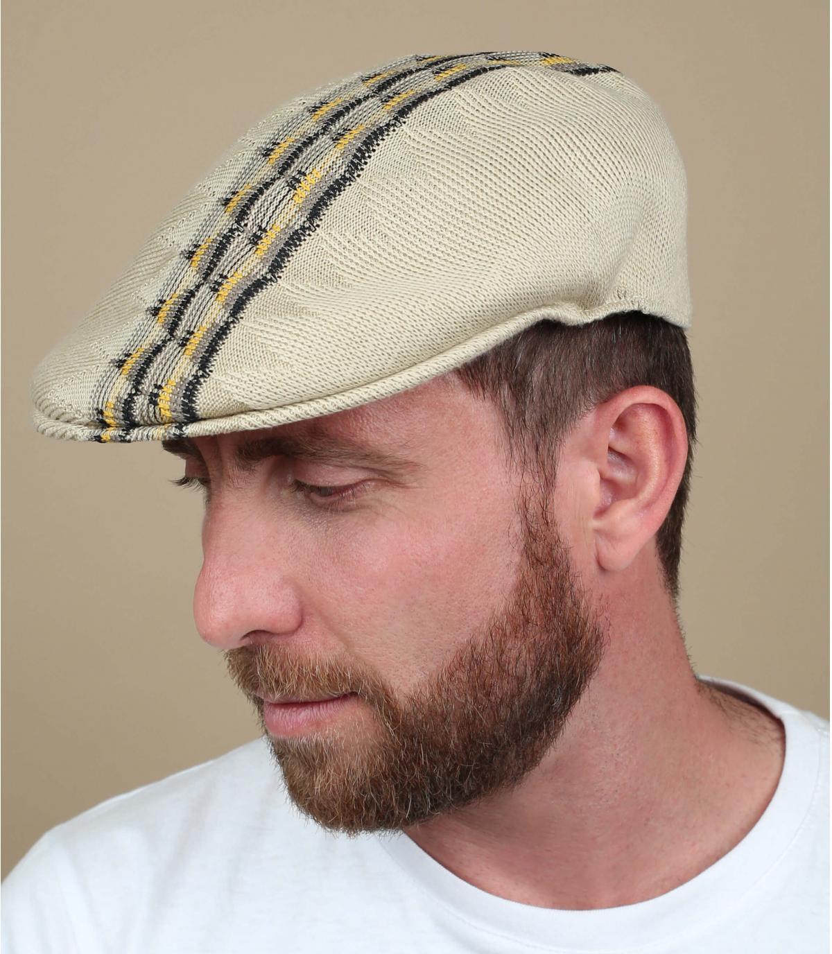 Modello Kangol beige a berretto