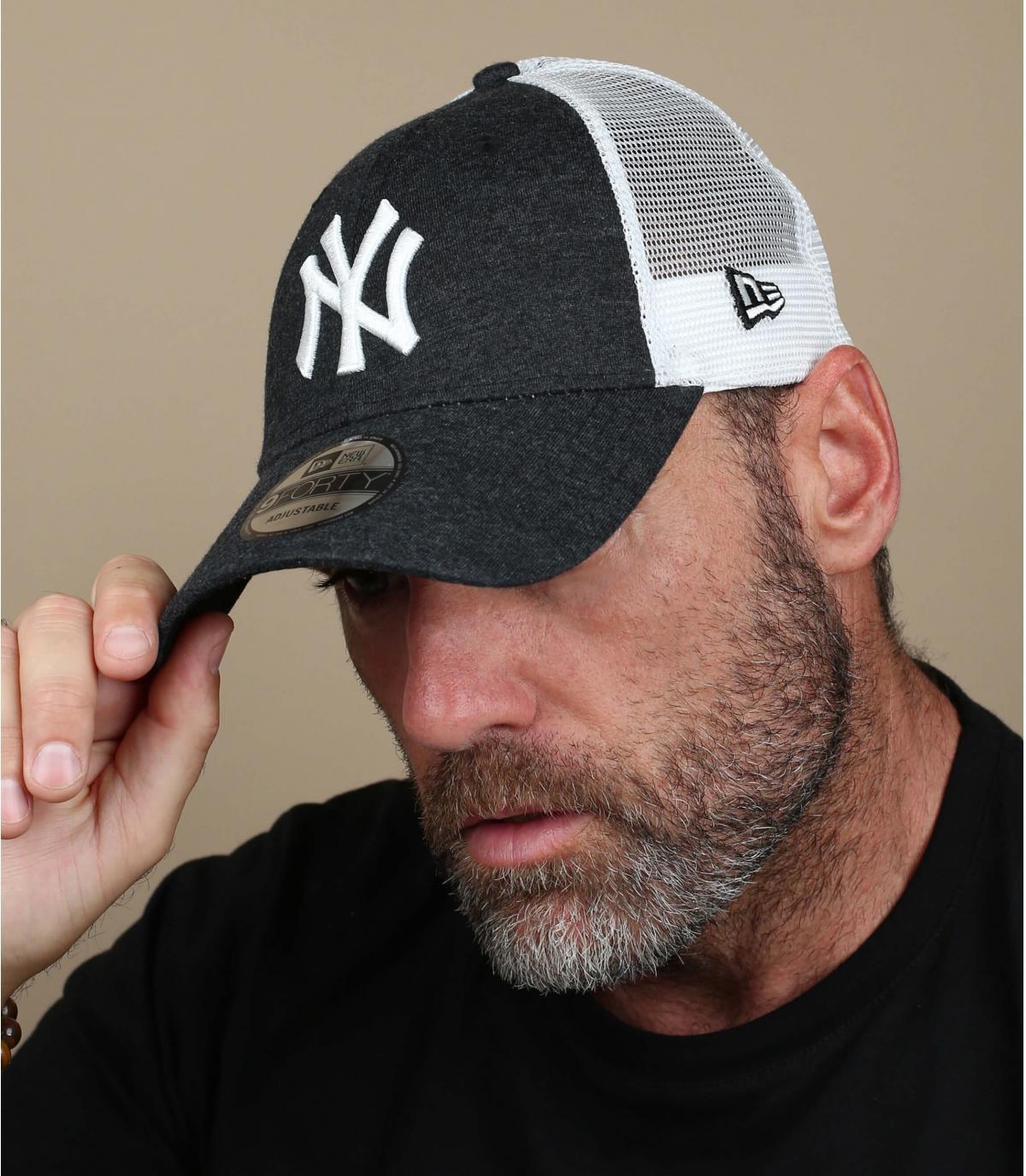 trucker nero NY