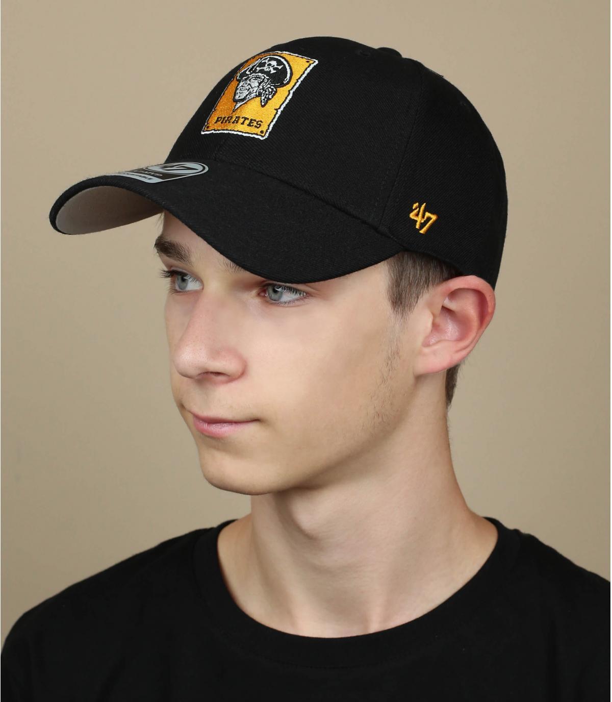 cappello nero pirata