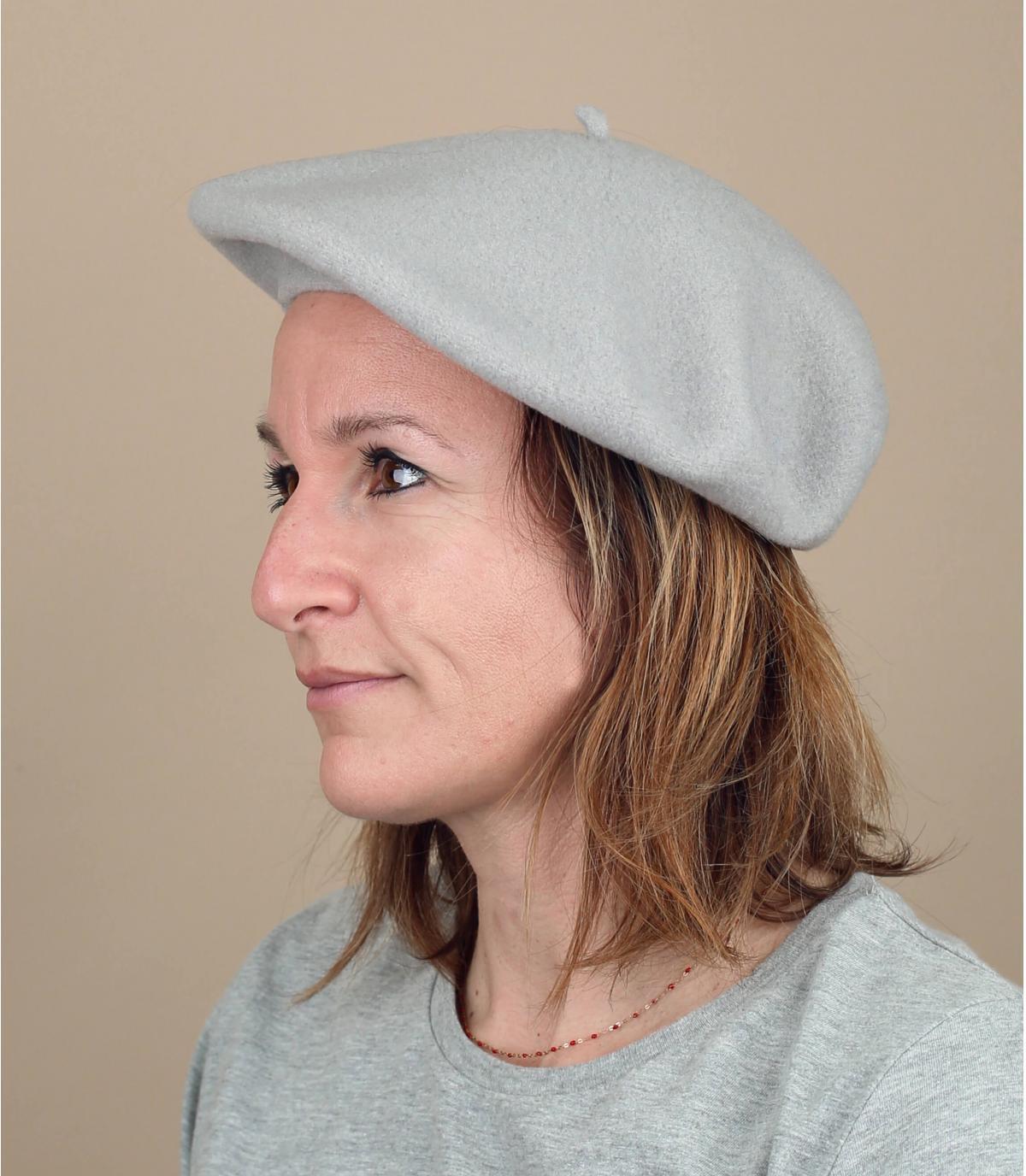 berretto di lana grigia