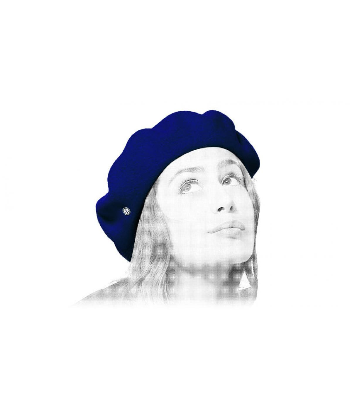 berretto di lana blu