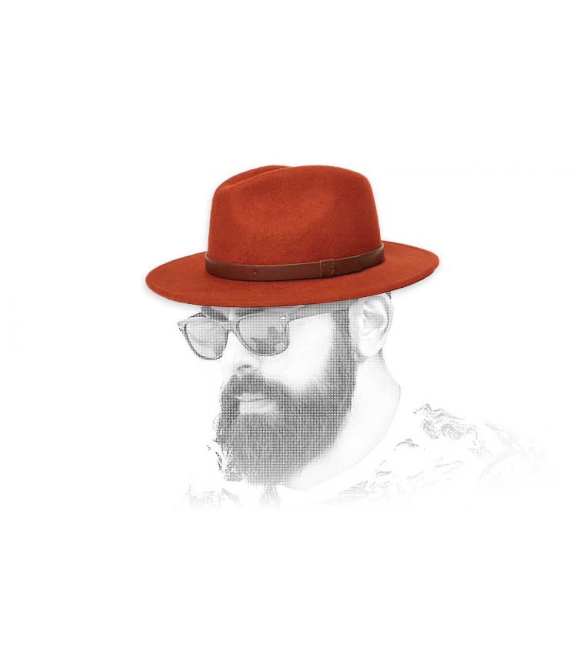 cappello di feltro rosso