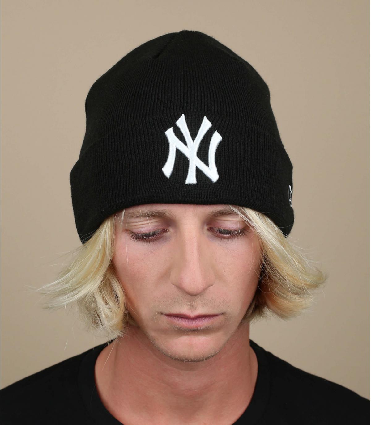Cappellino NY bavero nero bianco