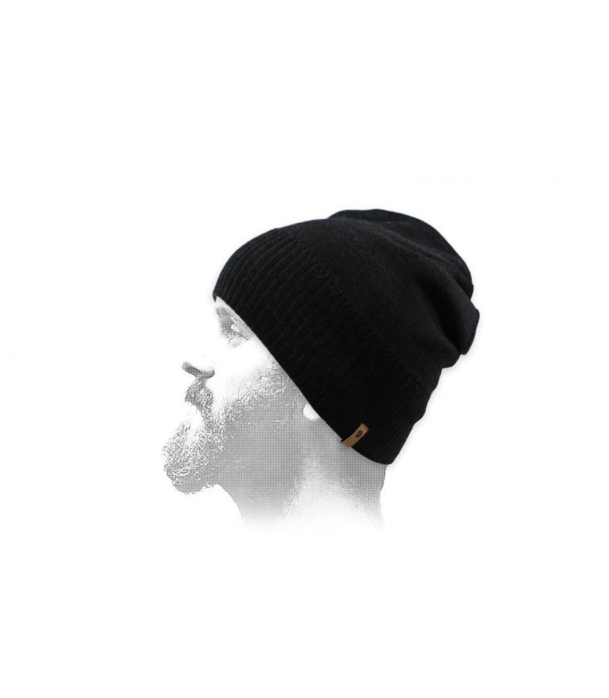cappello corto di lana nera