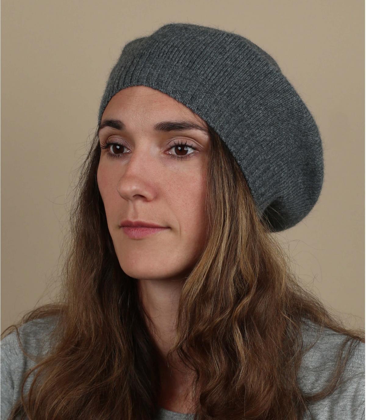 berretto basco in lana grigia