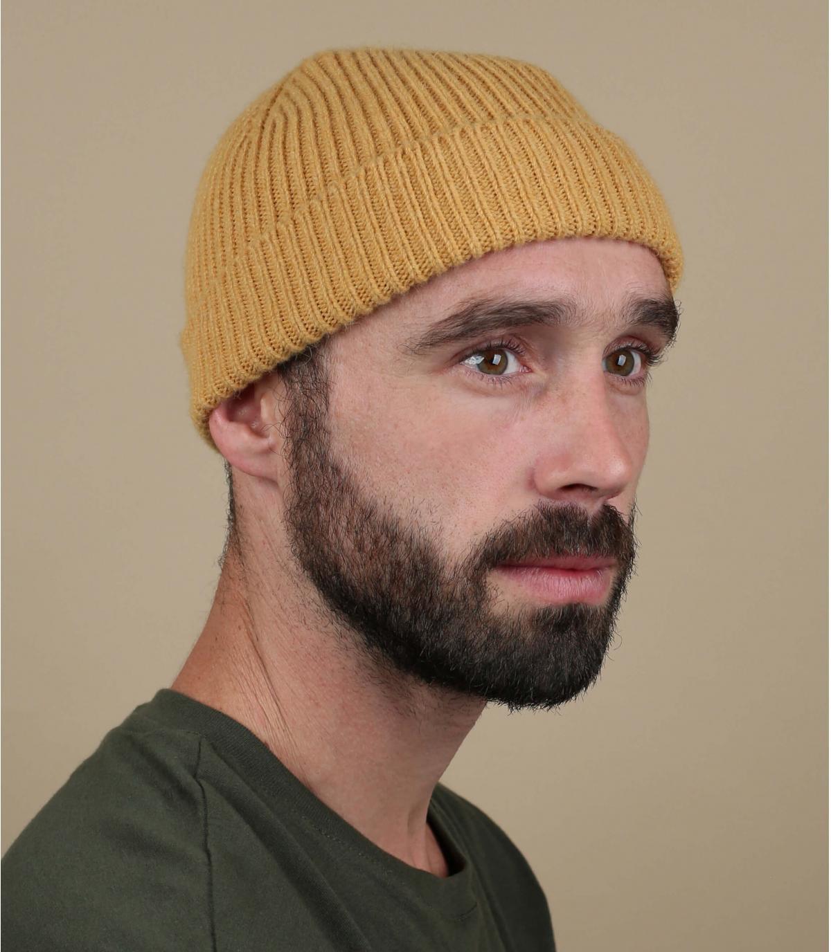 risvolto cappello giallo lana