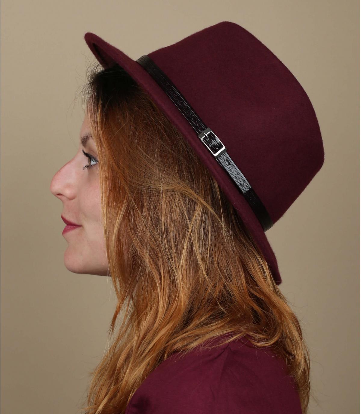 cappello bordeaux in feltro