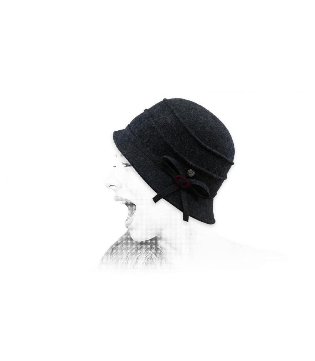 cappello a campana in lana grigia