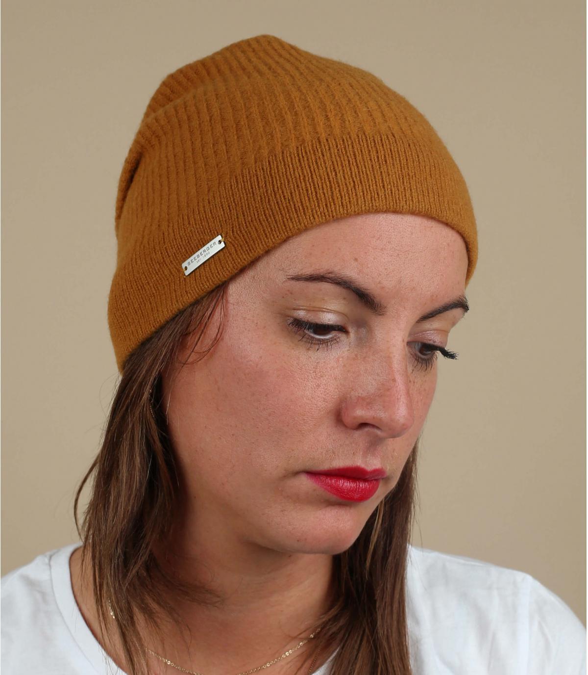 cappello di lana giallo lungo