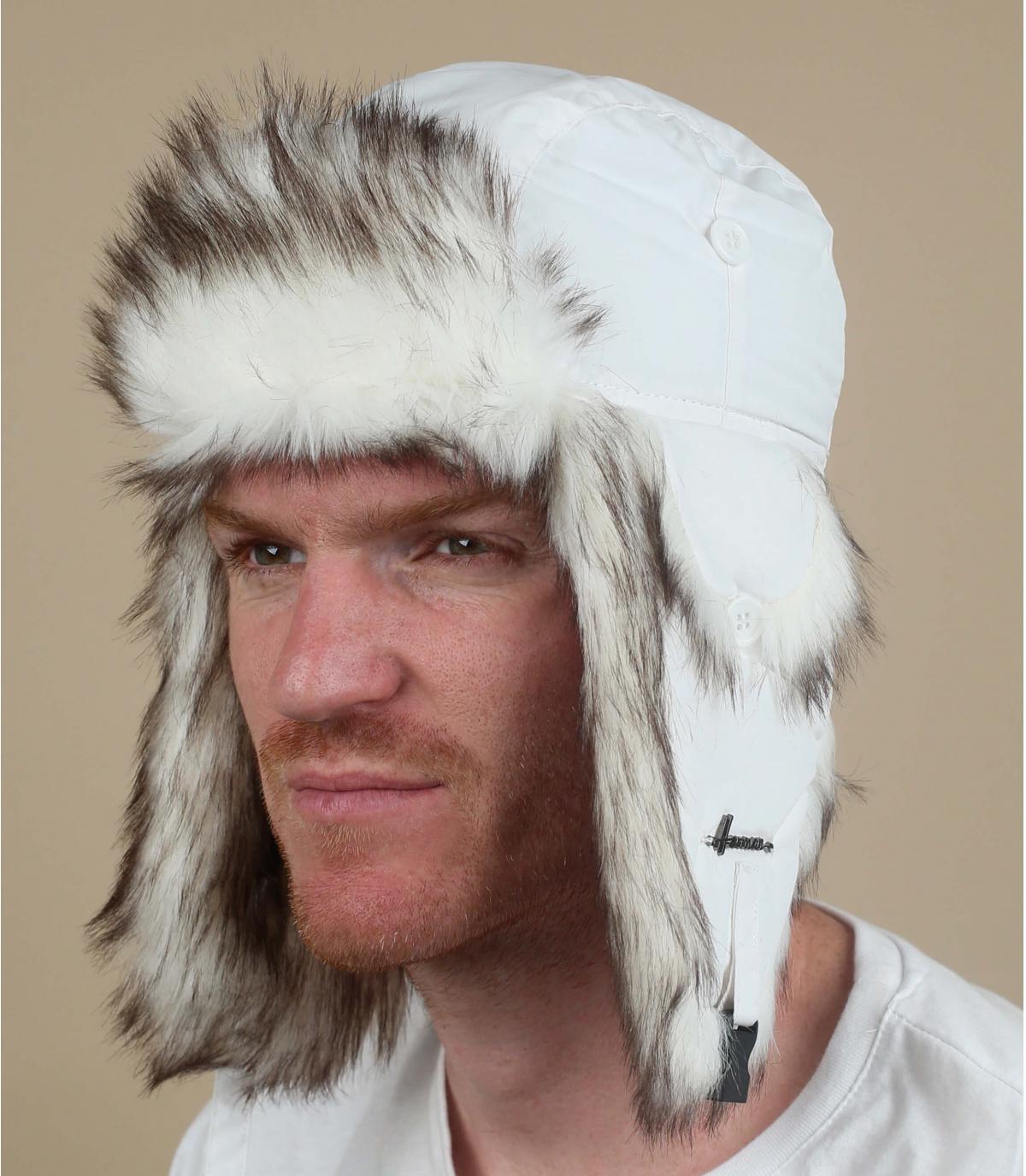 cappello di pelliccia bianca
