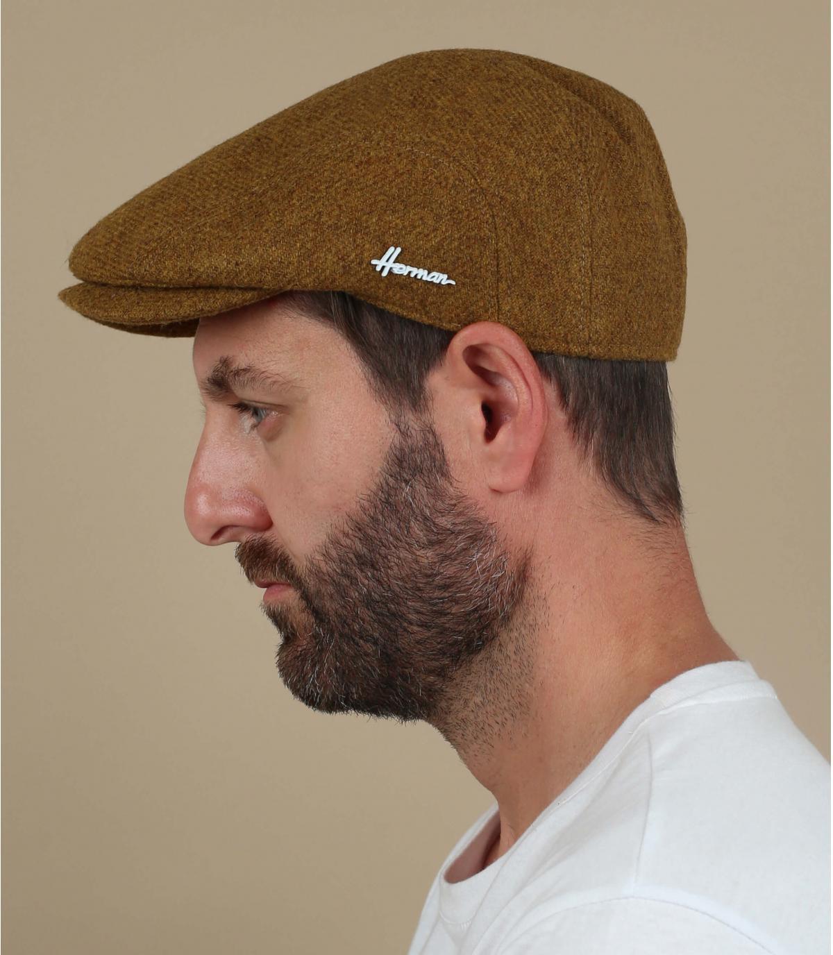 lana di berretto giallo