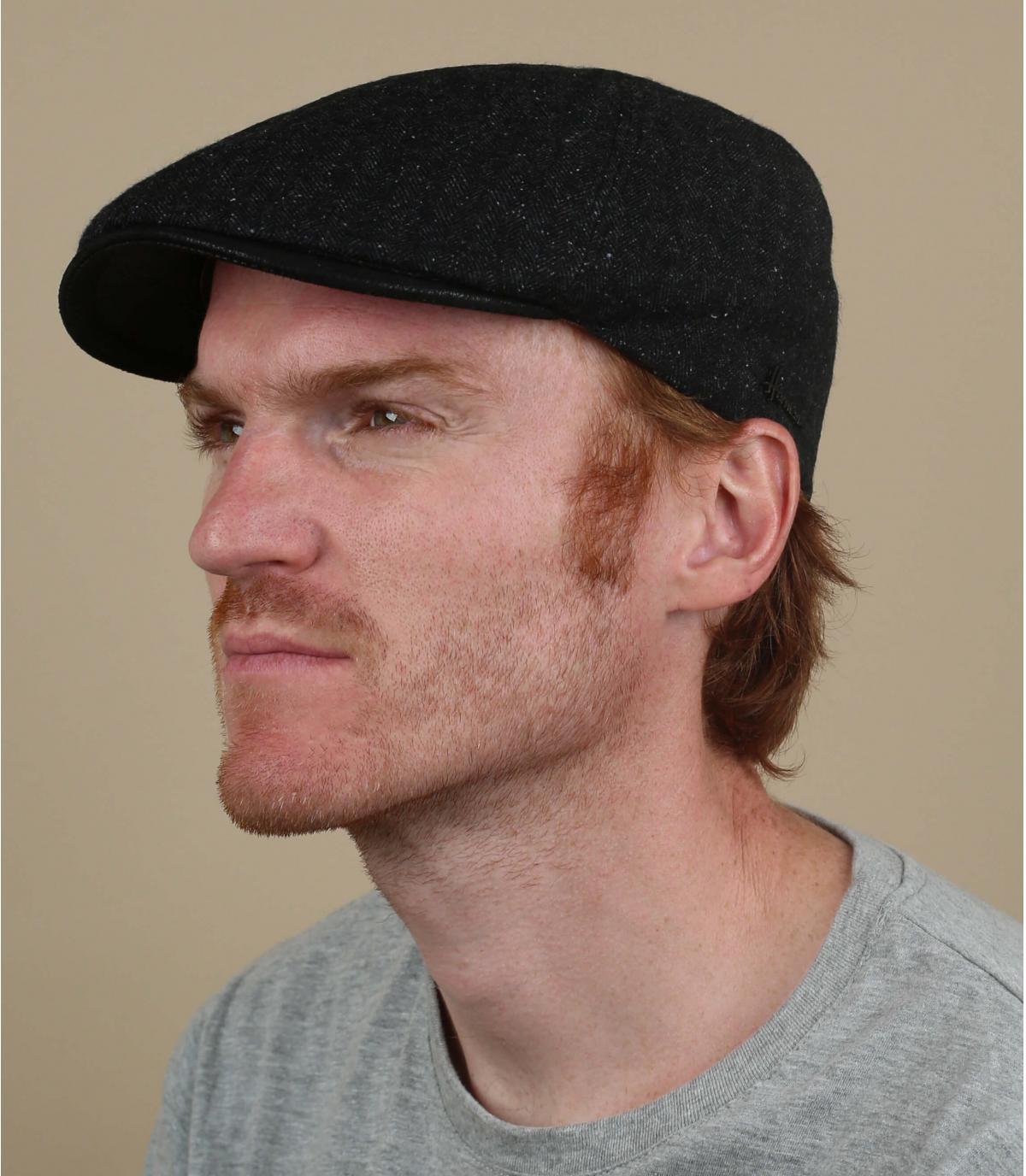 lana di berretto nero