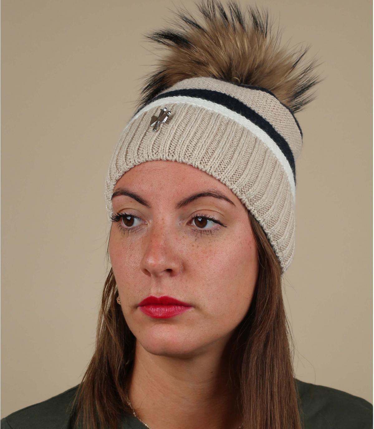 cappello a strisce beige con pompon