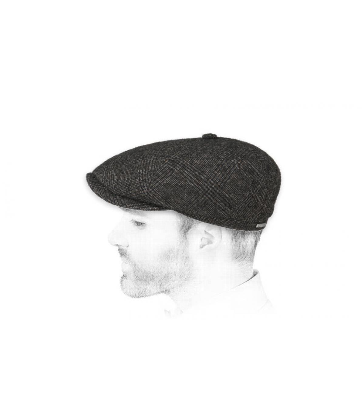 cappello da strillone grigio a quadretti