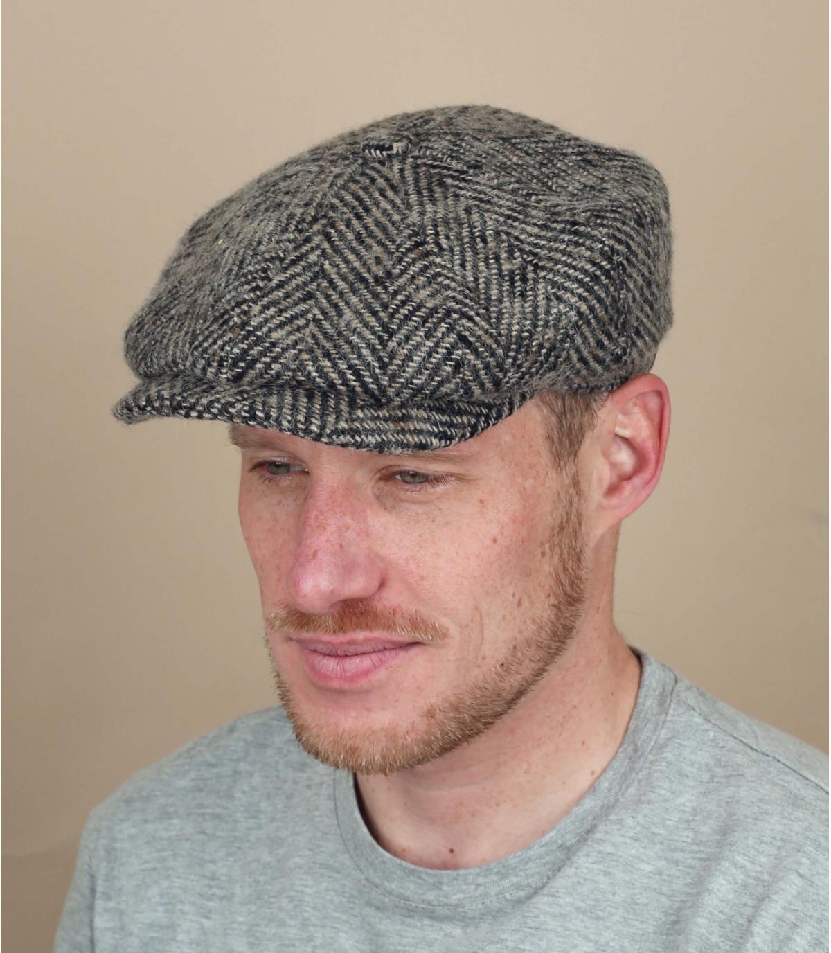 berretto strillone beige lana nera