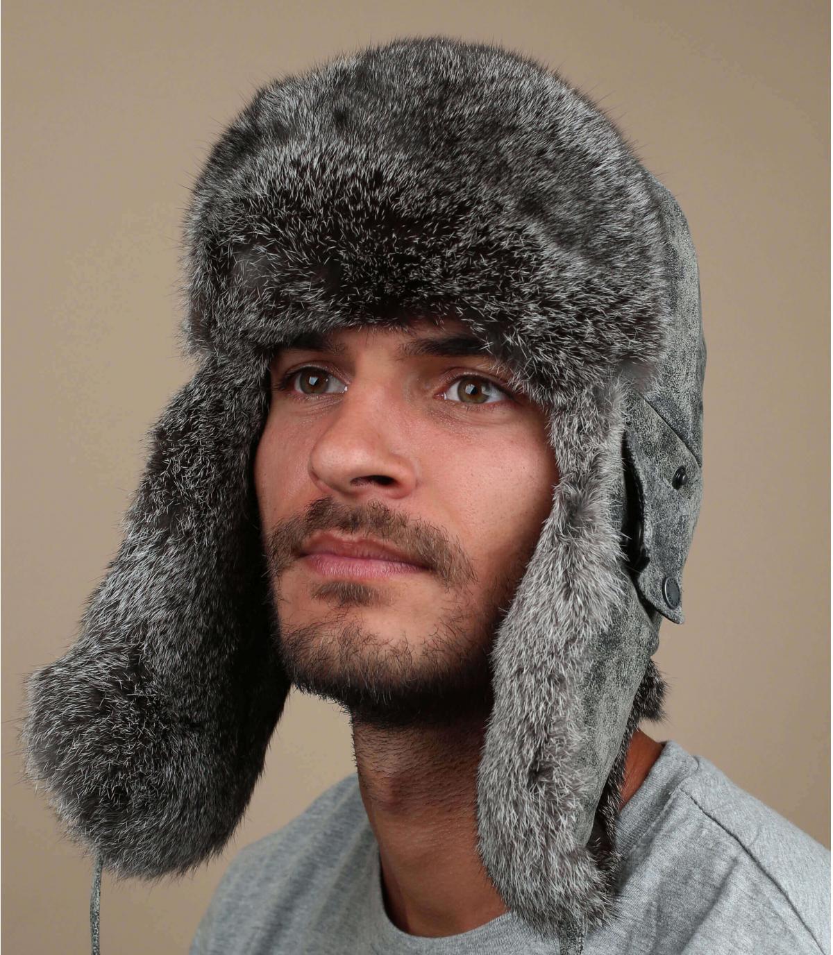 cappello di pelle grigia