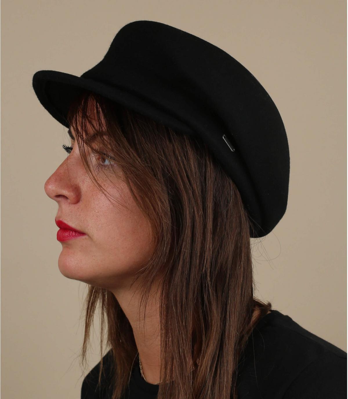 berretto di lana nera
