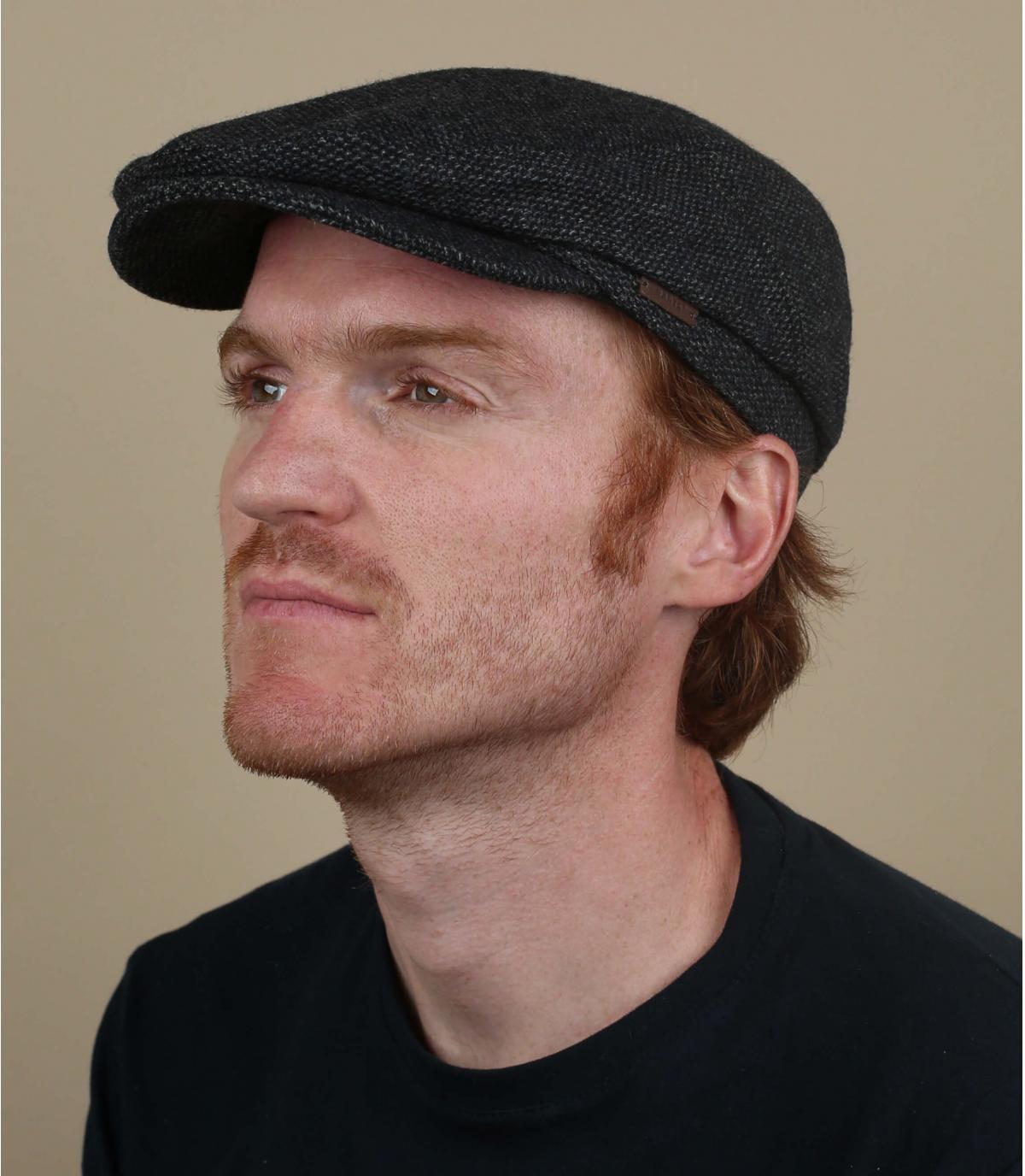 berretto di lana nera a berretto