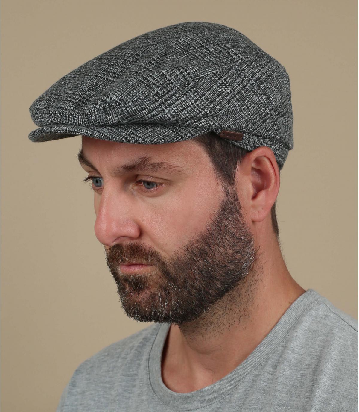 berretti di lana grigia a berretto