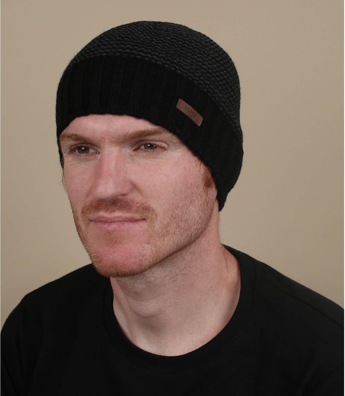 cappello a strisce nere