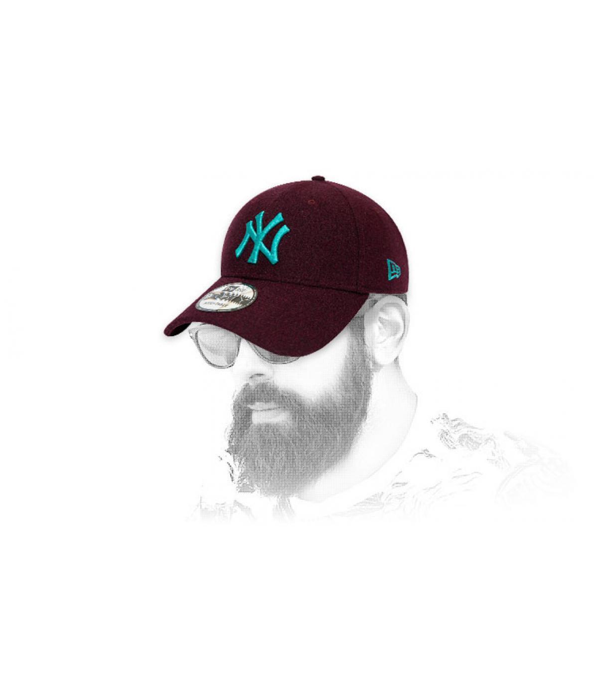 Cappellino NY bordeaux in lana blu