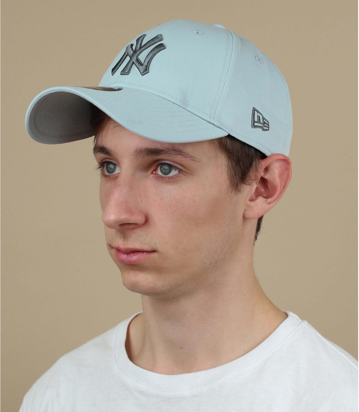 Cappellino grigio con stampa NY